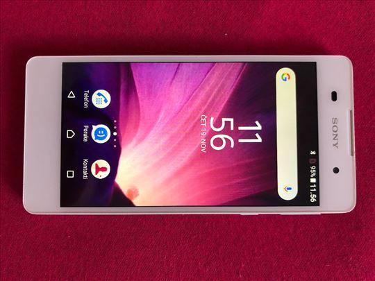 Sony nov telefon