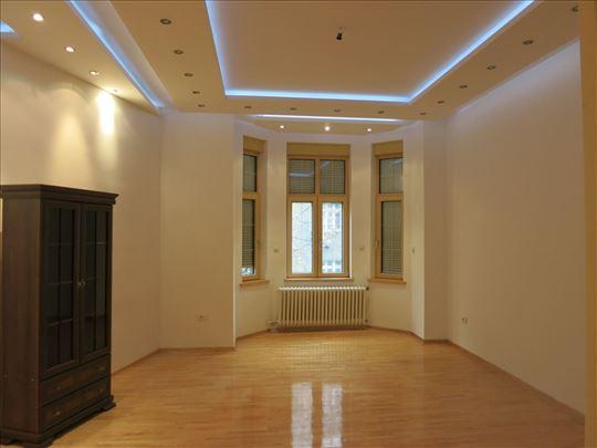 Kompletno renoviran salonac na odličnoj lokaciji