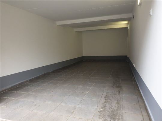 Uknjižena garaža u dvorištu zgrade 22m2