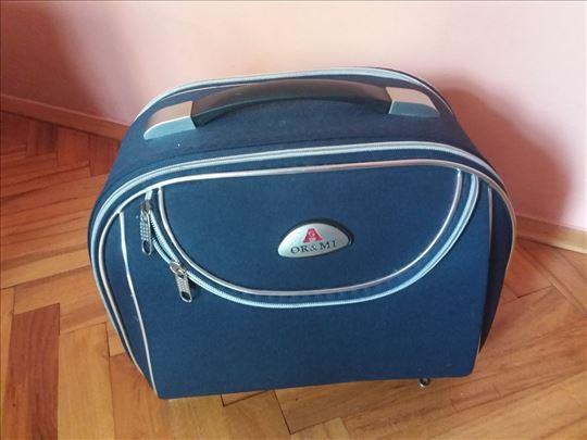 Manji kofer za ručni prtljag