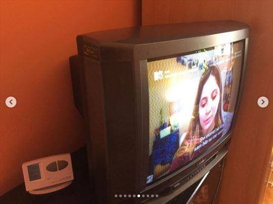 Veći televizor sa katednom cevkom