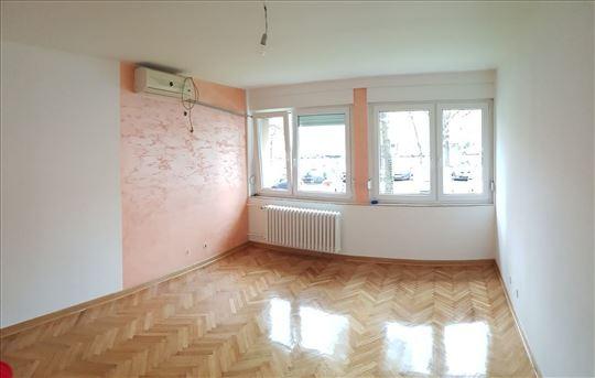 Blok 38, renoviran, može i pp, ID 15374
