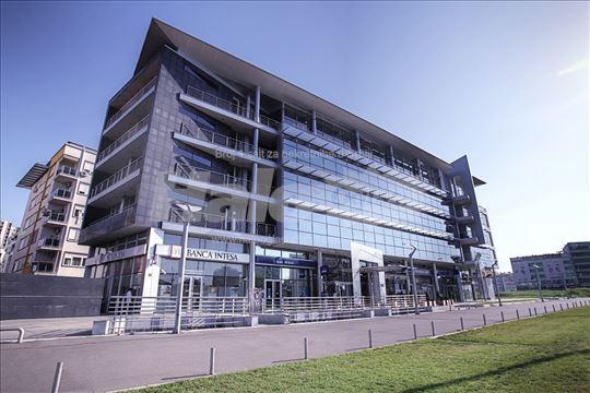 Premium poslovni prostor u modernoj zgradi