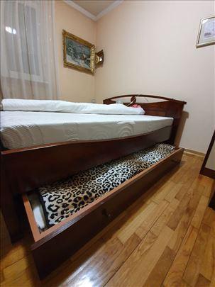 Bračni krevet od punog drveta - kao nov