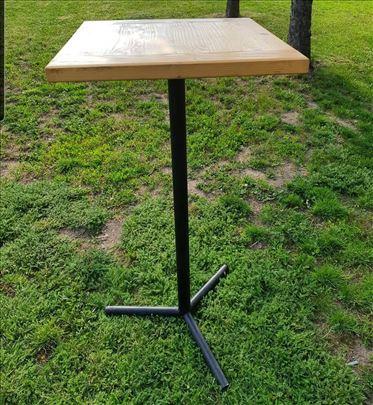 Na prodaju 220 barskih stolova