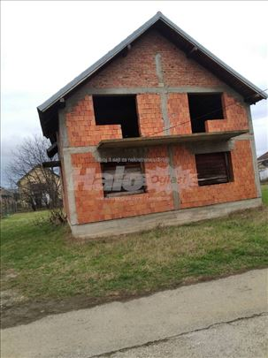 Na prodaju kuća, odlična lokacija cena po dogovoru
