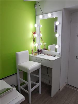 Make up ogledalo +komoda 100€