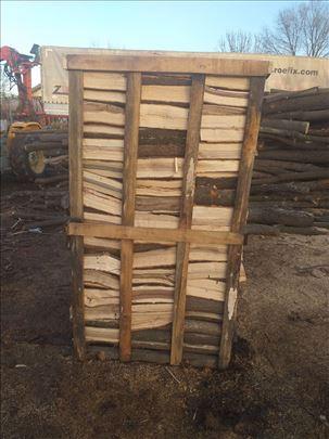 Prodajem ogrevna drva spakovana na paleti