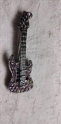 Šnala u obliku gitare sa sigurnosnim zatvaranjem