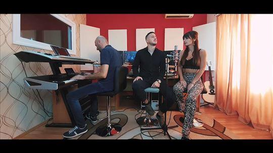 Pevač i pevačica - Akustična svirka