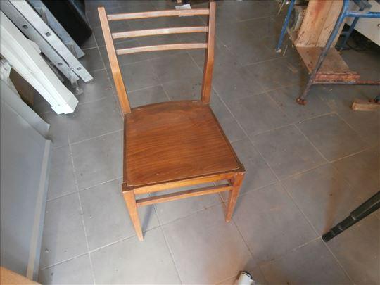 Tri tepezariske stolice i gratis kuhinjski sto