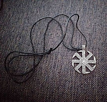 Kolovrat- slovenski simbol -privezak sa ogrlicom