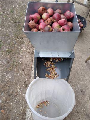 Prodajem super ručni secko za voće i povrće