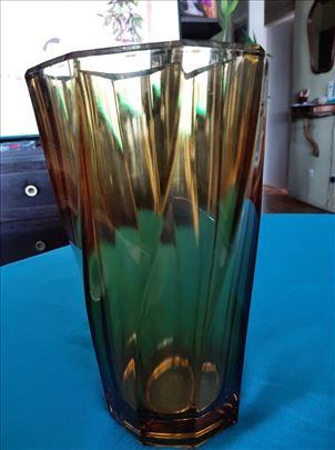 Kristalna vaza, med boje