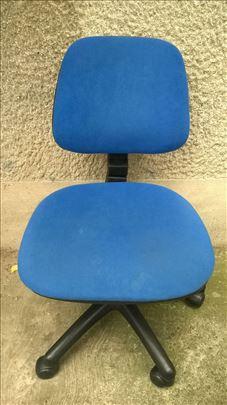 Kancelarijska stolica, nekoliko manjih ostecenja