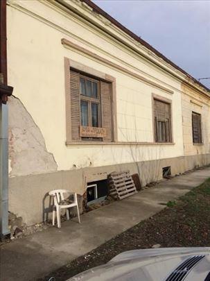 Dvorišni stan u Opovu