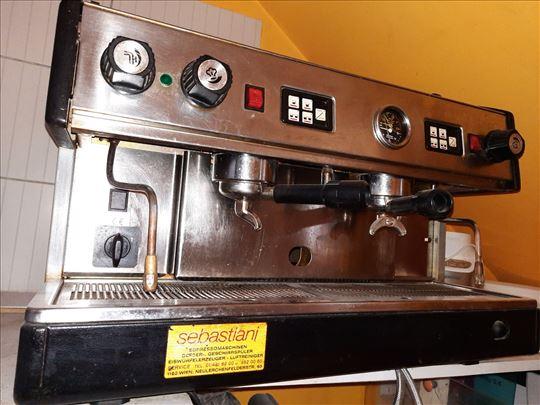 Espreso aparat sa mlinom za espreso kafu i depurat