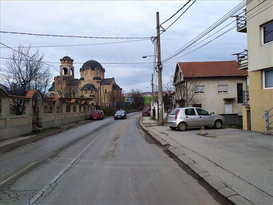 Kaluđerica, 11 ari u Centru, kod Crkve sa 2 kuće..