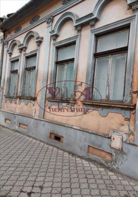 Srbobran, Centar, Salonska kuća u centru ili poslo