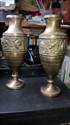 vaze dve za 1190.- din, visoke cca 45cm, metal