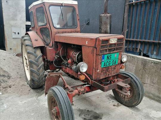 Traktor T-40