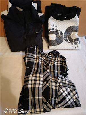 Tri komada odeće