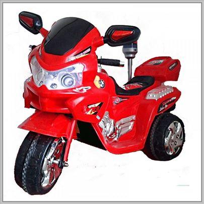 Nov motor na akumulator model 111 crveni