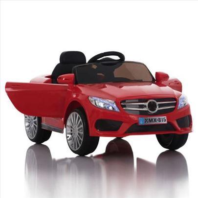 Automobil na akumulator crveni