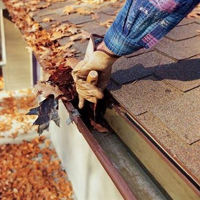 Čišćenje oluka, zamena crepova, sečenje grana