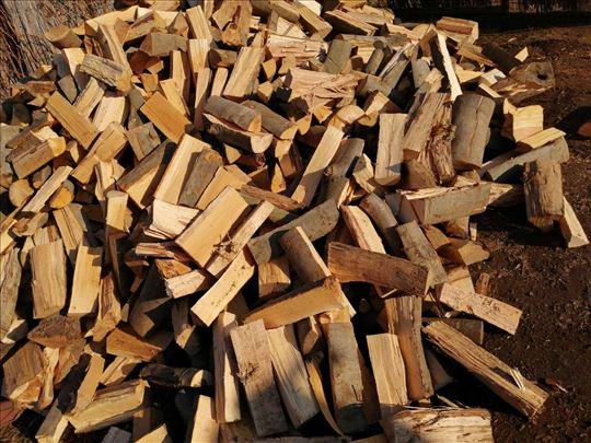 Drva na prodaju isecena i iscepana