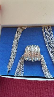 Ogrlica prelepa sa priveskom