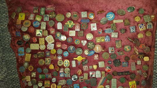 Velika kolekcija znački