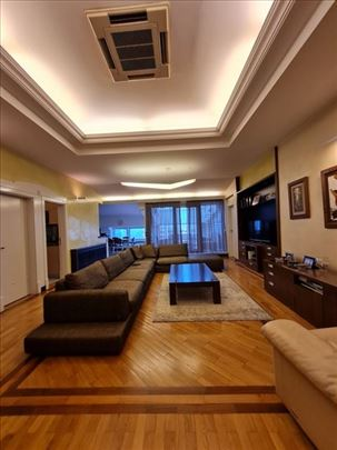 Luksuzan penthouse u Crvenkapi