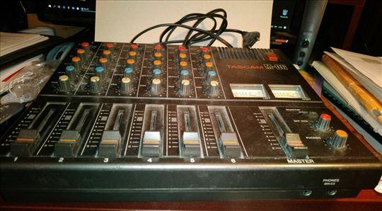 Mixer Tascam M-06