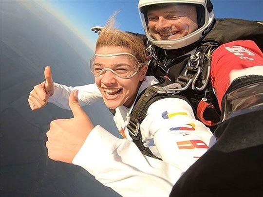 Skakanje padobranom iz aviona sa 3000