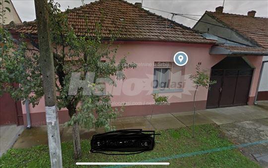 Kuća u širem centru sa dvorištnim stanom na prodaj