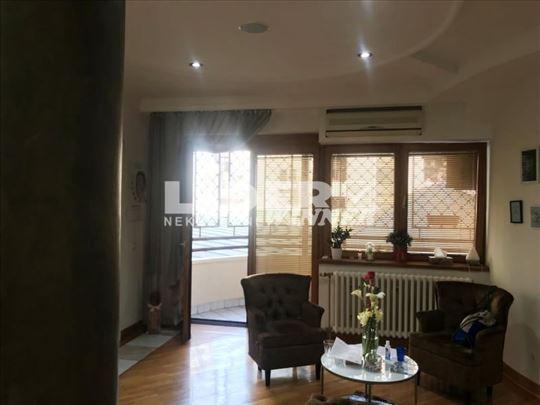 Lux stan na top lokaciji sa garažnim mestom ID#110