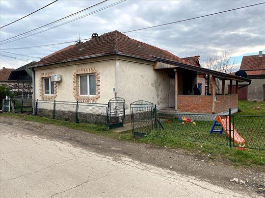 Ozakonjena kuća preko puta fabrike ''Leoni''
