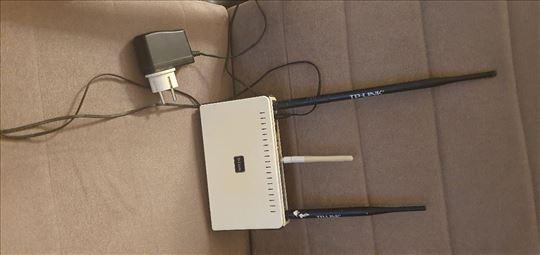 Продајем ДЛинк кабловски и WiFi модем