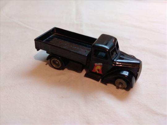 Corgi kamion Motta 9 cm. prednji tockovi osteceni.