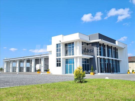 NOVA Poslovna zgrada sa 150 ari zemljista BG PUT