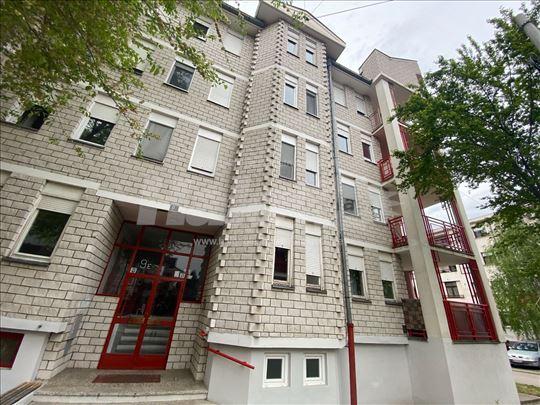 Izdajem stan u Zemunu- Save Kovacevica