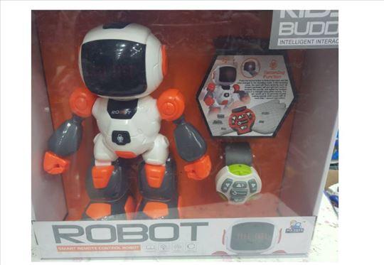 Robot + kontrola preko sata i glasovnih komandi