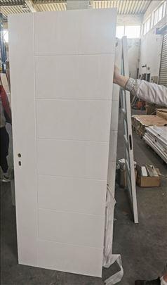 Sobna vrata sa manjim oštećenjima