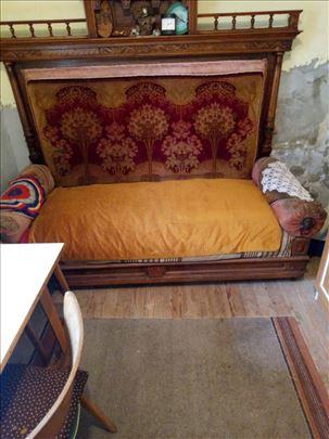 Krevet star 200 godina u dobrom stanju