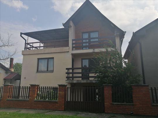 Porodična kuća sa dva lokala.