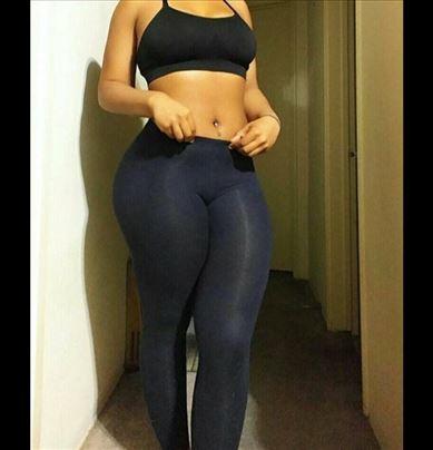 Atraktivna crnka