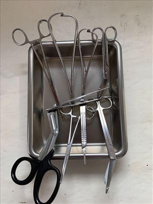 Hiruski instrumenti i tacna za sterilizaciju