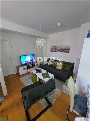 Odličan stan na Karaburmi ID#111536