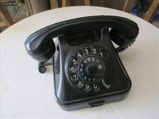 Crni, bakelitni telefon Iskra iz 80-tih